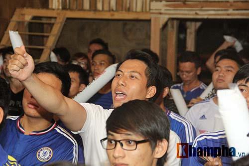 """Ghế Mourinho """"nóng hơn lửa"""", fan Chelsea đầy tâm trạng - 9"""