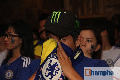 """Ghế Mourinho """"nóng hơn lửa"""", fan Chelsea đầy tâm trạng - 12"""