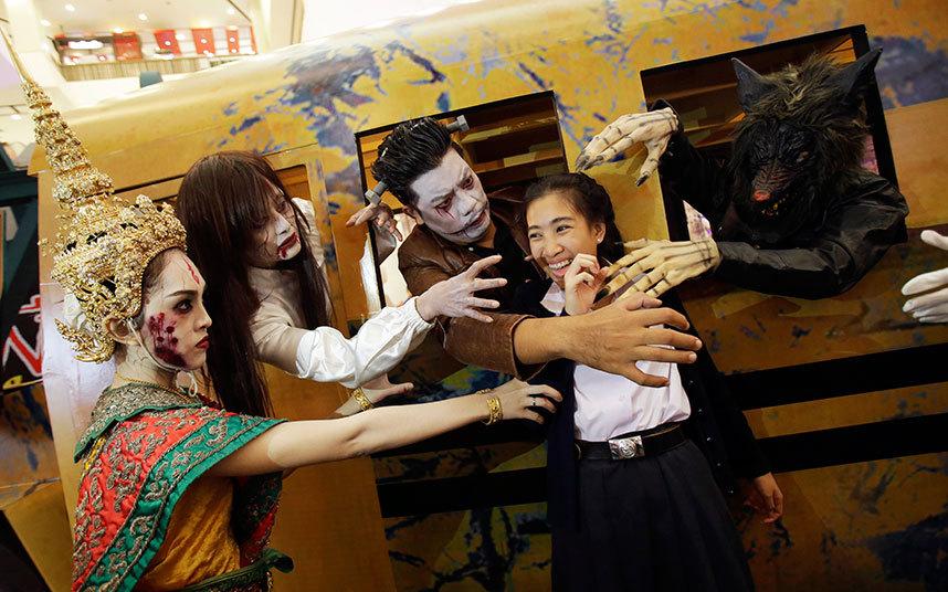 Không khí ma quái trong lễ hội Halloween trên khắp TG - 12