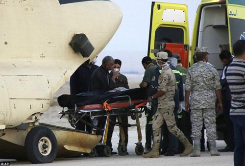 Hiện trường máy bay Nga chở 224 người rơi vỡ vụn - 10