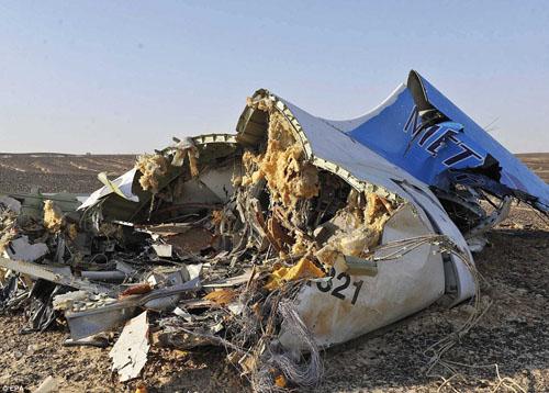 Hiện trường máy bay Nga chở 224 người rơi vỡ vụn - 2