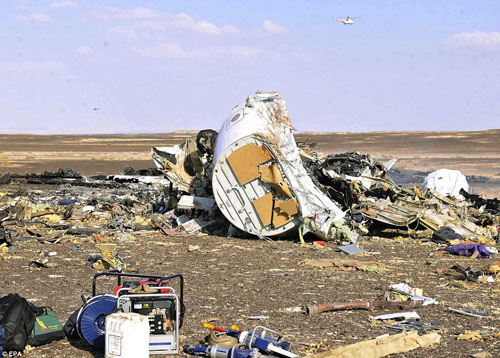 Hiện trường máy bay Nga chở 224 người rơi vỡ vụn - 3