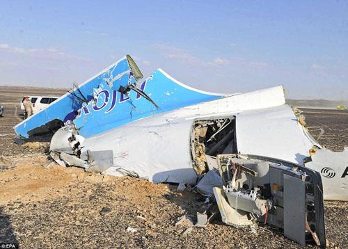 Hiện trường máy bay Nga chở 224 người rơi vỡ vụn - 6