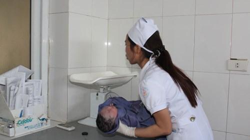 Kịch tính cuộc giải cứu mẹ con sản phụ từ tay tử thần - 3
