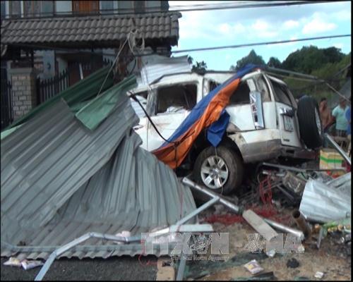 Bình Phước: Tai nạn kinh hoàng, 3 người chết, 4 người bị thương - 2