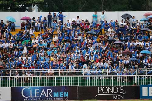 """Fan nữ xinh """"cuồng nhiệt"""" với trận CK U21 Clear Men Cup - 1"""