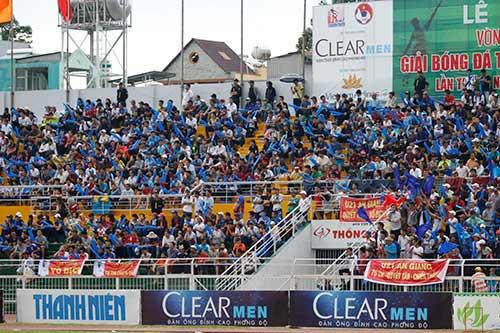 """Fan nữ xinh """"cuồng nhiệt"""" với trận CK U21 Clear Men Cup - 7"""