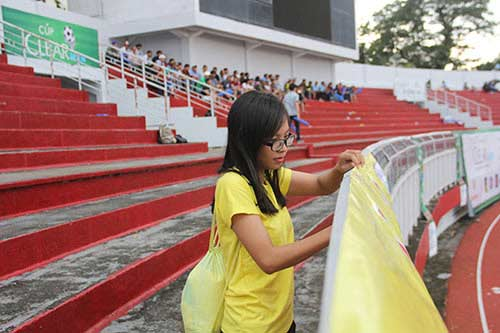 """Fan nữ xinh """"cuồng nhiệt"""" với trận CK U21 Clear Men Cup - 9"""