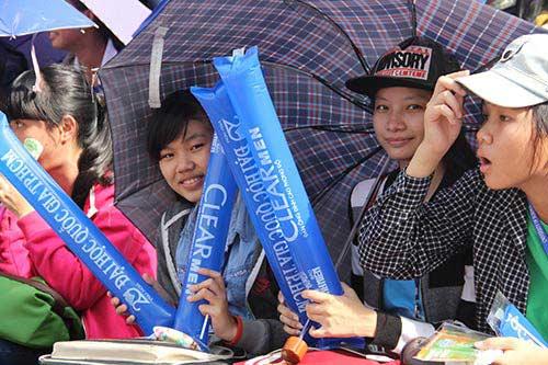 """Fan nữ xinh """"cuồng nhiệt"""" với trận CK U21 Clear Men Cup - 11"""
