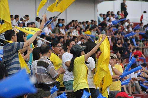 """Fan nữ xinh """"cuồng nhiệt"""" với trận CK U21 Clear Men Cup - 13"""