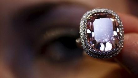 Nhìn gần viên kim cương được 'hét giá' hơn 500 tỷ đồng - 1