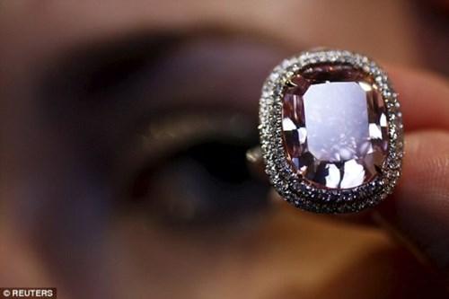 Nhìn gần viên kim cương được 'hét giá' hơn 500 tỷ đồng - 2