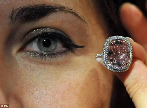 Nhìn gần viên kim cương được 'hét giá' hơn 500 tỷ đồng - 3