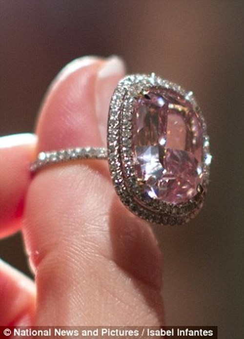 Nhìn gần viên kim cương được 'hét giá' hơn 500 tỷ đồng - 4