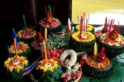Lung linh lễ hội hoa đăng Loy Krathong ở Thái Lan - 1