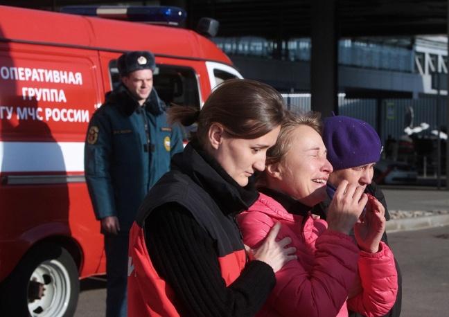 Máy bay Nga rơi: 2 thiếu nữ thoát nạn trong gang tấc - 2