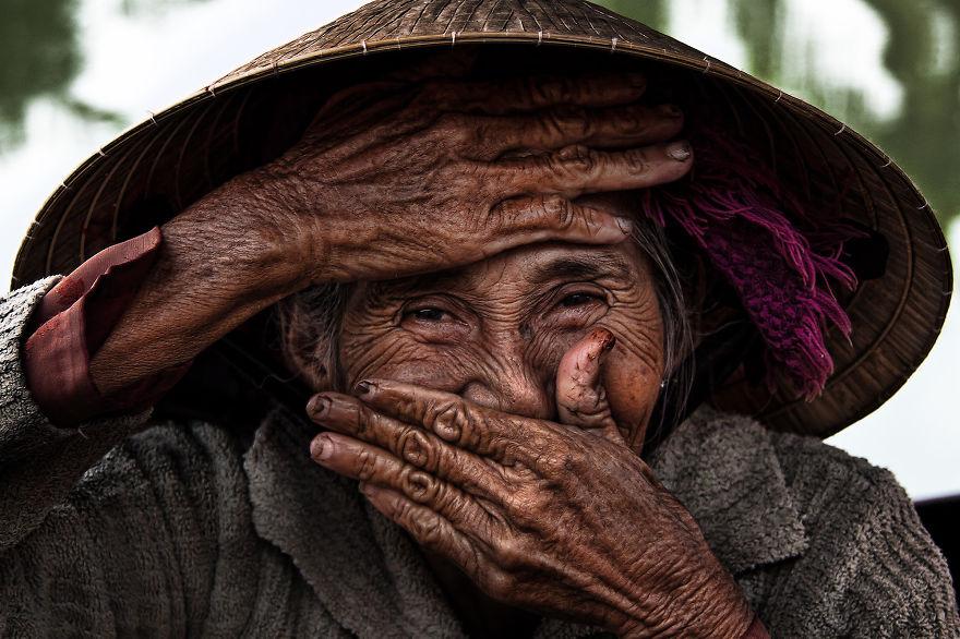 Cụ già Việt Nam được cả thế giới biết đến qua một bức ảnh - 1