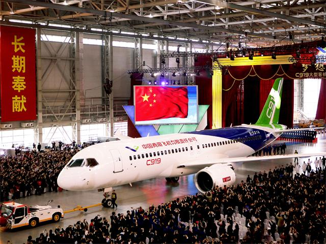 Máy bay chở khách đầu tiên do TQ tự sản xuất ra mắt - 1