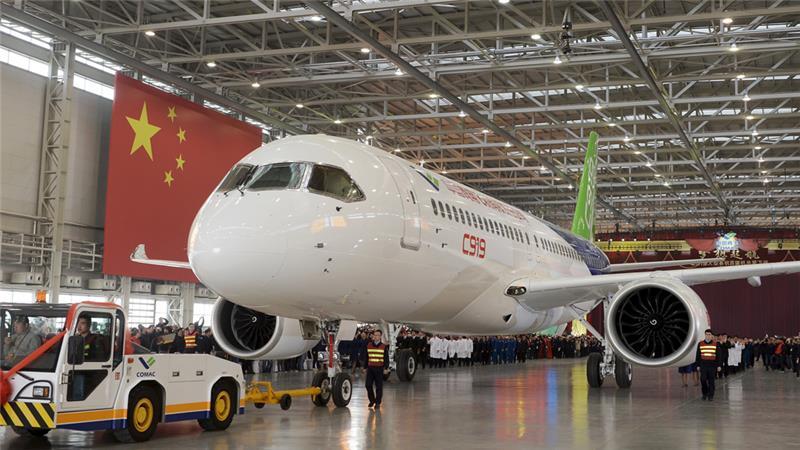 Máy bay chở khách đầu tiên do TQ tự sản xuất ra mắt - 2