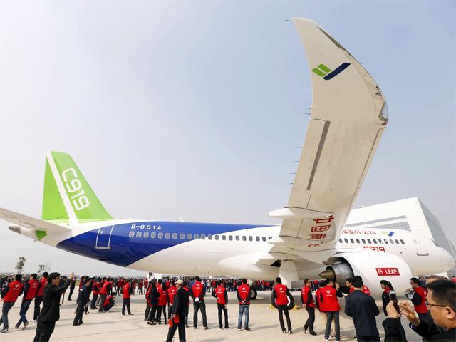 Máy bay chở khách đầu tiên do TQ tự sản xuất ra mắt - 3