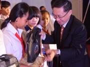 Tin tức Giáo dục - Học bổng cho em đến trường nâng bước chân học sinh nghèo tỉnh Đồng Nai