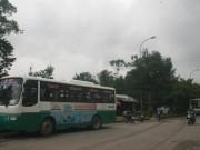 """Tin tức trong ngày - Tuyến xe buýt bị """"cấm"""" hoạt động, dân chờ dài cổ"""