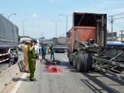 Tin tức trong ngày - Tông dải phân cách trên cầu cấm xe máy, nam thanh niên thiệt mạng