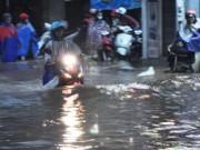 """Tin tức trong ngày - Ảnh: Mưa lớn, Sài Gòn lại ngập trong """"biển nước"""""""
