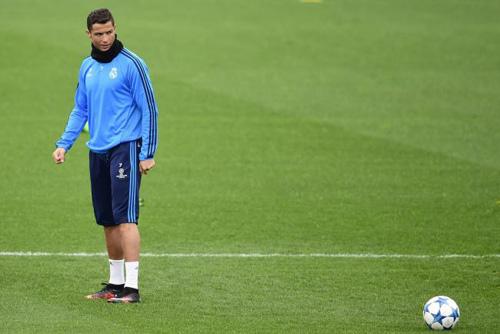 Ronaldo bóng gió chia tay Real Madrid - 2