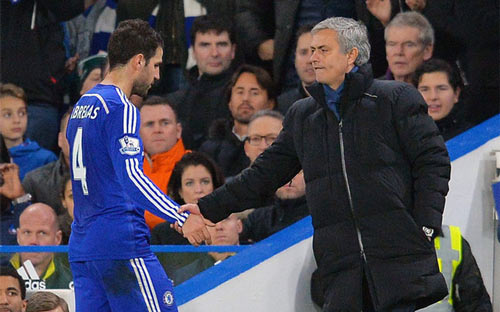 Fabregas lên tiếng vụ bị tố nổi loạn chống Mourinho - 2