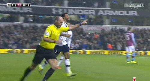 """Trọng tài tai tiếng """"ăn mừng"""" bàn thắng của Tottenham - 2"""