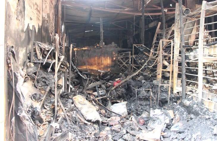 Hà Nội: Cháy cửa hàng, chủ nhà vẫn ngủ say trên tầng 2 - 4
