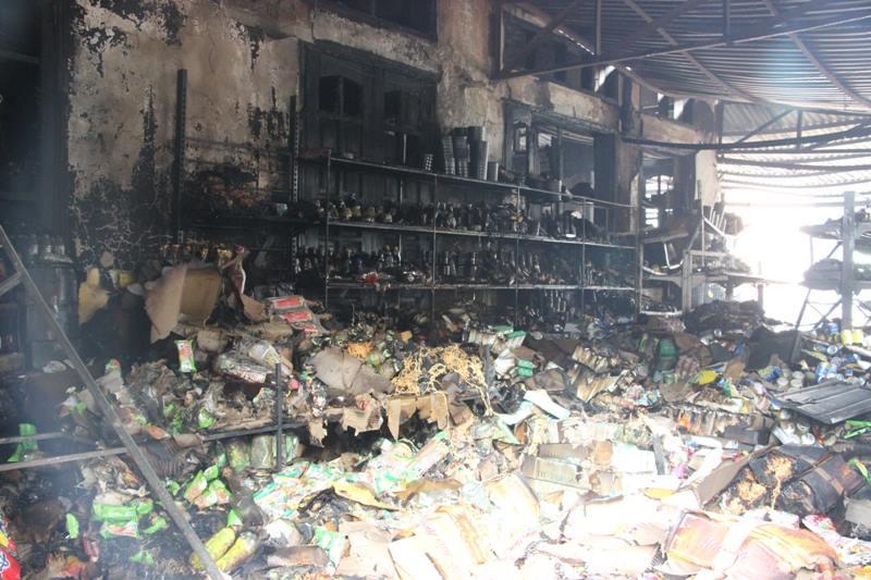Hà Nội: Cháy cửa hàng, chủ nhà vẫn ngủ say trên tầng 2 - 5
