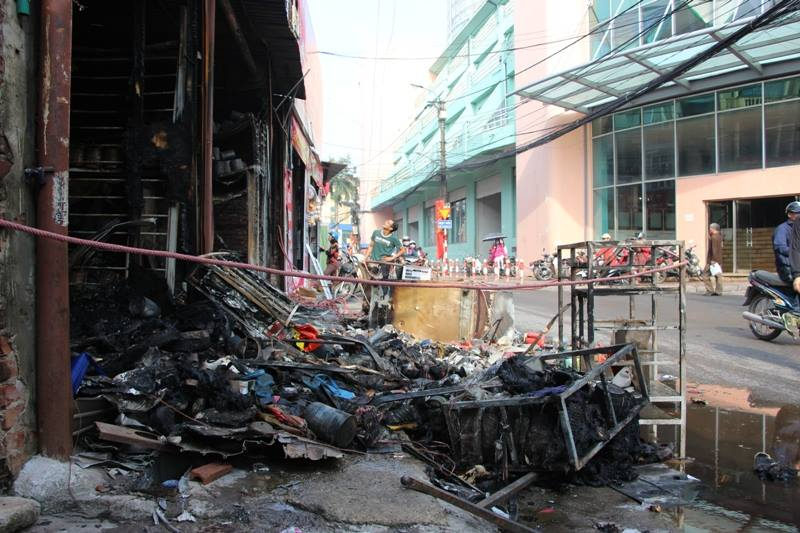 Hà Nội: Cháy cửa hàng, chủ nhà vẫn ngủ say trên tầng 2 - 6