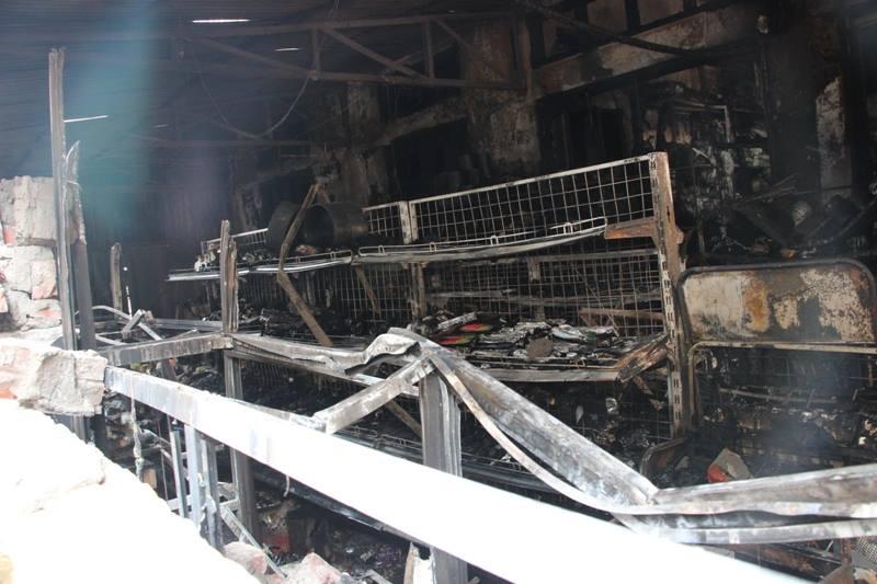 Hà Nội: Cháy cửa hàng, chủ nhà vẫn ngủ say trên tầng 2 - 7