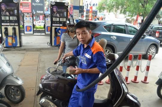 Giá xăng dầu giảm - 1