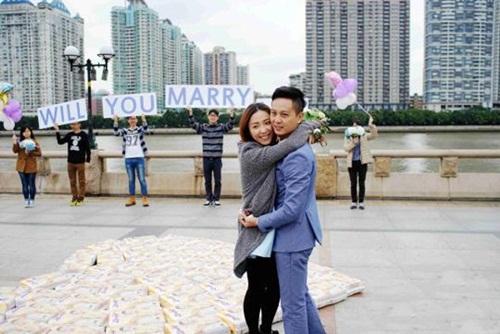 Bạn gái có thai, chàng trai cầu hôn bằng 4500 chiếc tã - 2