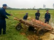 """Tin tức Việt Nam - Phát hiện quả bom """"khủng"""" nặng gần 1 tấn ở ruộng lúa"""