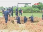 Video An ninh - Hoảng hồn phát hiện quả bom gần 1 tấn ở ruộng lúa