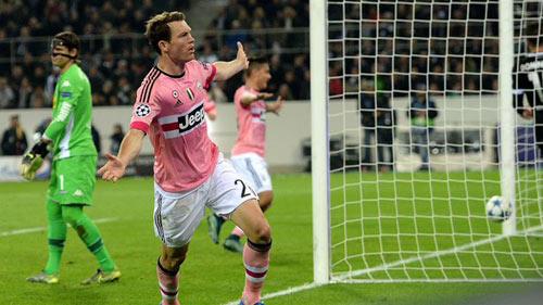 Monchengladbach - Juventus: Thẻ đỏ tai hại - 1