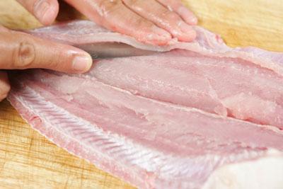 Mẹo hay rút xương cá cực nhanh, không bị sót - 6