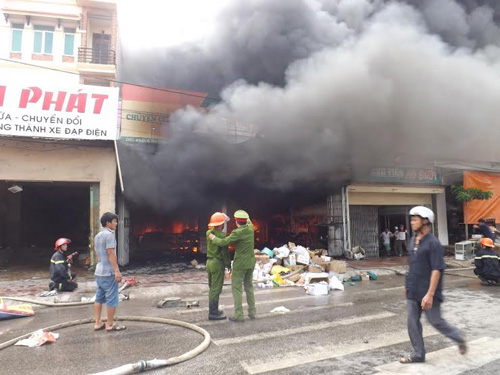 Cháy lớn ở Nghệ An - 1