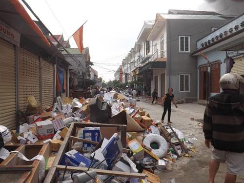 Nghệ An: Cháy cửa hàng phụ tùng xe máy, hàng trăm người dập lửa - 4