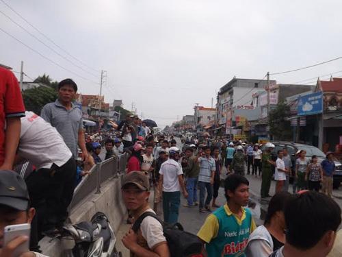 Nghệ An: Cháy cửa hàng phụ tùng xe máy, hàng trăm người dập lửa - 5