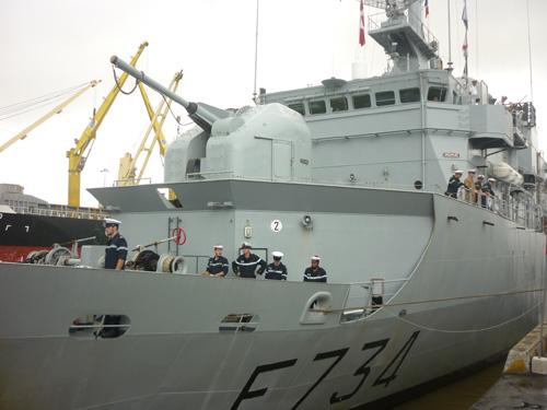 Cận cảnh tàu tuần dương Hải quân Pháp vừa đến Đà Nẵng - 2
