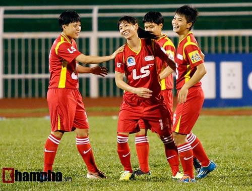 """Đội bóng đá nữ TP HCM """"đánh tennis"""" với Hong Kong (TQ) - 2"""