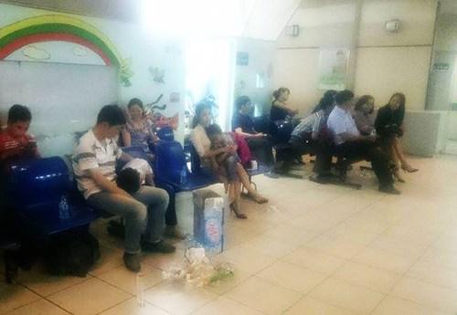 Hà Nội: 51 học sinh tiểu học nhập viện do bị ong đốt - 2