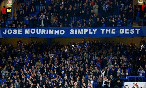 """Ancelotti bóng gió trở lại Anh, Mourinho """"khó ở"""" - 3"""