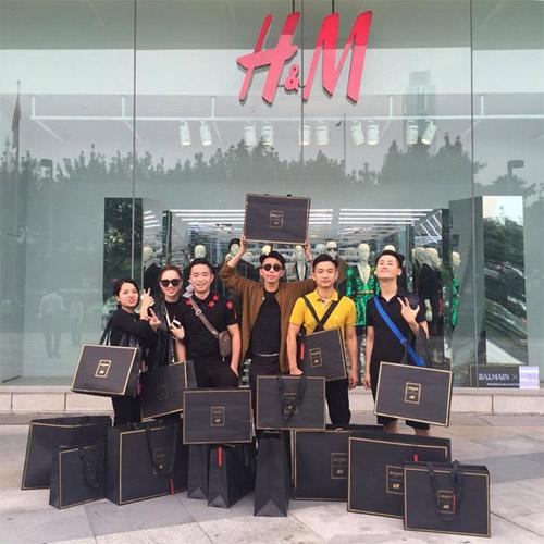 """Tín đồ Việt ngập trong """"chiến lợi phẩm"""" Balmain x H&M - 1"""