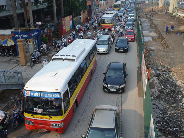 HN điều chỉnh lộ trình xe buýt giảm ùn tắc giao thông - 1